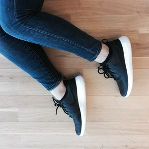 Nike Roshe Two Si Sneakers in Black Leather